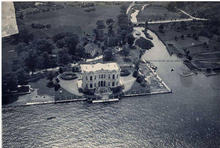Küçüksu rıhtımının orijinal hali ile ve Küçüksu Deresi'nin 1930' lu yıllarda tespit edilmiş fotoğrafı...