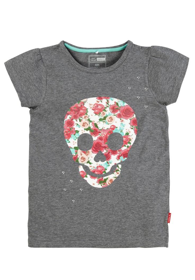 Para niñas que no quieren vestir de pincesa...camiseta con print calavera. ¡ esto es hikif !