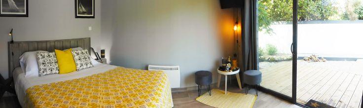 chambre grise et jaune  chez l Inattendu chambres d hôtes à Wimereux 62