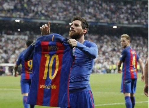 Lionel Messi scored his 500th goal in Barcelona colours with a dramatic injury-time winner in this evening's meeting with Real Madrid, helping his side to a 3-2 win that takes them to the top of La Liga.   #Barcelona #Messi #News #Real Madrid #Sports