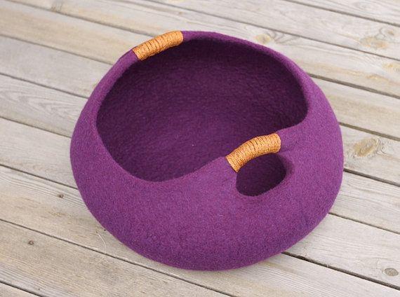 Handmade felt cat bed from 100% merino wool.  Basket felted cat bed.    Size M: diameter 40cm; 16in, height 16cm; 6.4in. Size L: diameter 45cm; 18in,