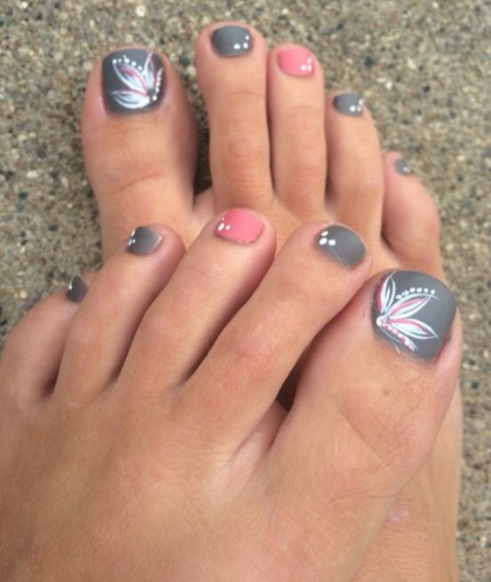 Adorable floral pink and grey toenails!