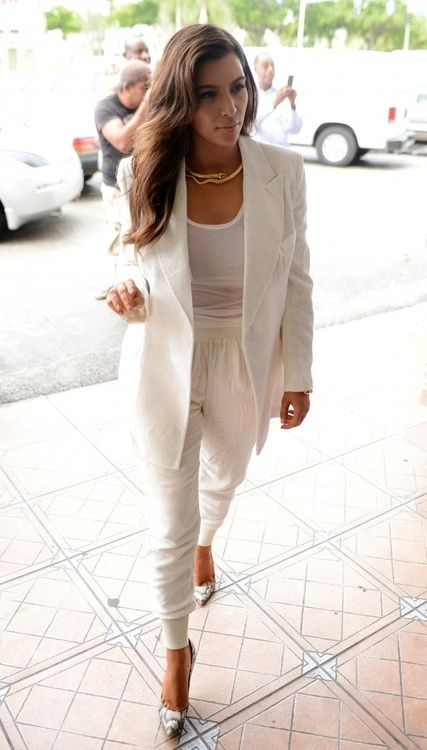Looking stylish in white, Kim Kardashian street style.