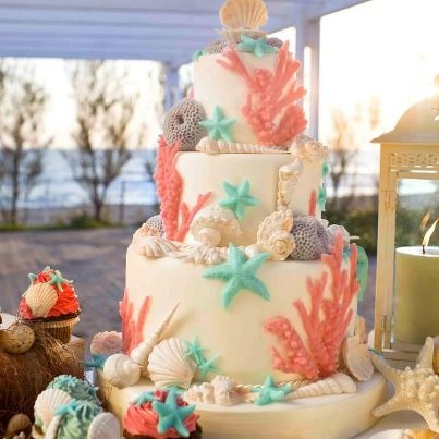 Beach themed wedding cake - via Le Torte di Renato.
