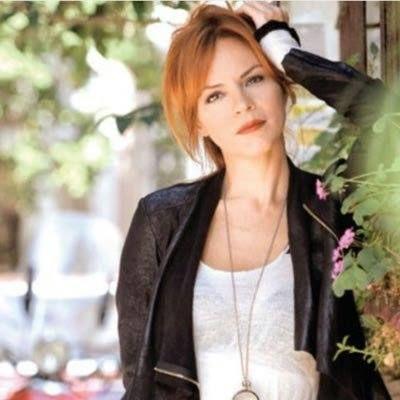 Fulya Atahan ( DIDEM INSELEL ),sotia lui Mehmet.