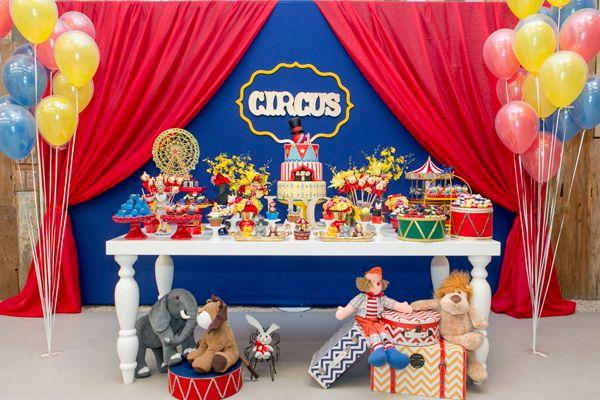Festinha aniversário infantil - Tema circo - Mesa de doces ( Foto: Fernanda Bozza | Espaço: Manioca | Decoração: Jazz Assessoria )
