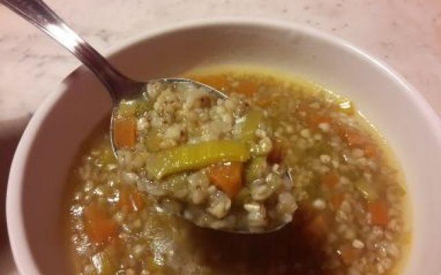 Ricetta: Zuppa di Grano Saraceno con Miso - senza glutine e vegan! L'inverno non è ancora finito ed è sempre tempo di zuppe! Questa minestra di grano saraceno è particolarmente indicata nelle serate invernali, per riscaldarsi con qualcosa di appetitoso. #ricetta #vegan #senzaglutine #dieta