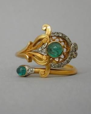 Peacock feather ring | Risler & Carre, Paris 1900. | Gold, silver, cabochon emerald, rose-cut diamonds.