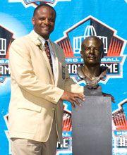 NFL Hall of Fame, Class of 2006  Harold Warren Moon  Quarterback, 6-3, 212  (West Los Angeles Junior College, Washington)  1984-1993 Houston Oilers,   1994-96 Minnesota Vikings,   1997-98 Seattle Seahawks,   1999-2000 Kansas City Chiefs
