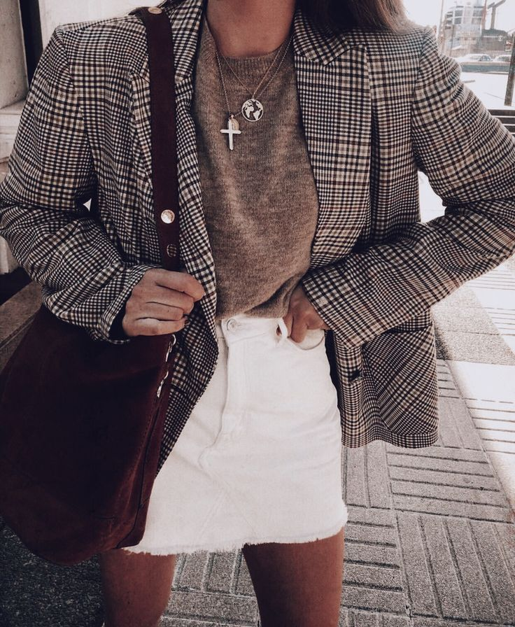 Casual spring outfit, jumper and blazer outfit look, white denim for spring, jewellery accessories