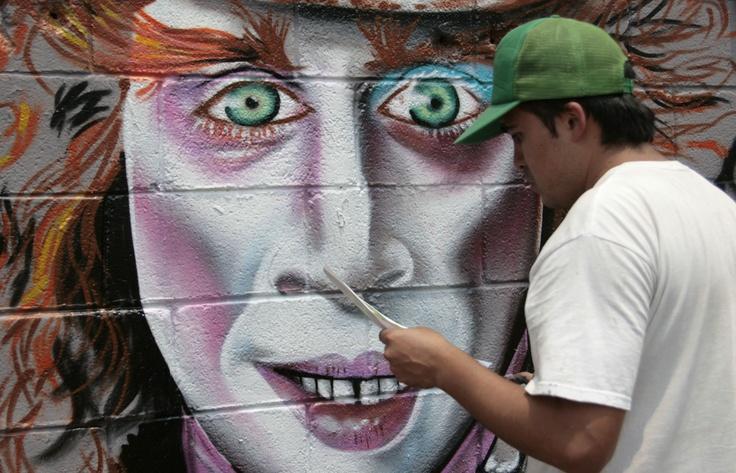Algunos grafitis muestran personajes de cuentos infantiles como Alicia en el país de las Maravillas.  Foto: Abril Cabrera A.