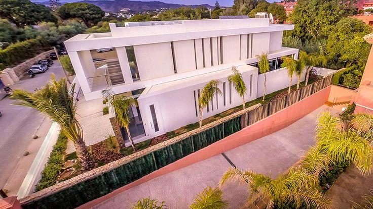 ⇢ PORCELANOSA #Projects ↓ Una #fachada que mira al mar, Cool Blue Villa