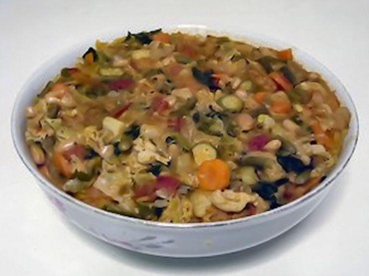 Minestra di pane o zuppa di cavolo nero ( ribollita), ricetta tradizionale toscana