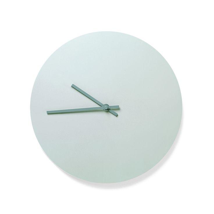 Articolo: 6066439_Parent skuL'orologio Norm Steel di Menu e' un oggetto essenziale con le lancette in acciaio. Disegnato da Norm Architects, e' disponibile in 4 colori dalla palette tipicamente scandinava: alcuni con lancette tono su tono, altri a contrasto. Dicono i designer Kasper Rønn