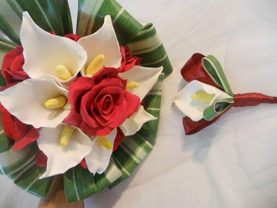 Bouquet de mariée arums blancs et roses rouges  par LEPAPINILLE, €115.00