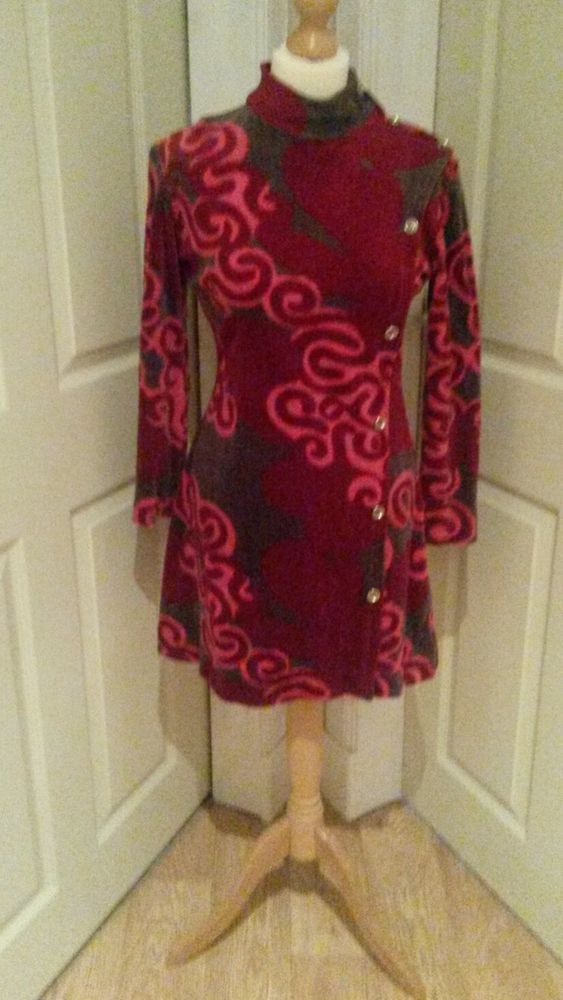 Stunning genuine 1960s ladies trouser suit. Tunic style top. Approx size 10