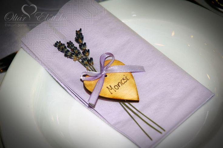 Provence hangulatú ültetőkártya levendulával és fa szívvel