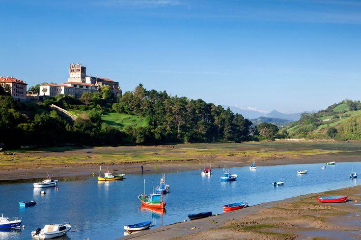 Top 10 de pueblos de Cantabria, como San Vicente de la Barquera   Galería de fotos 1 de 11   Traveler #Cantabria #Spain