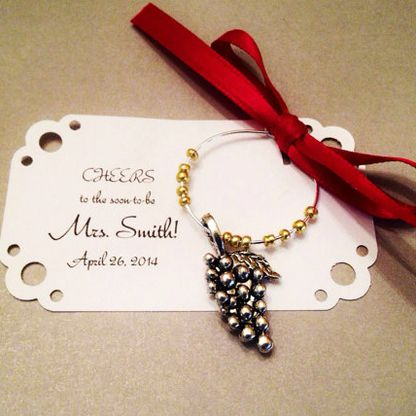 These lovely Wine Charms are a ideal wedding favors to give your guests to remember your special event.