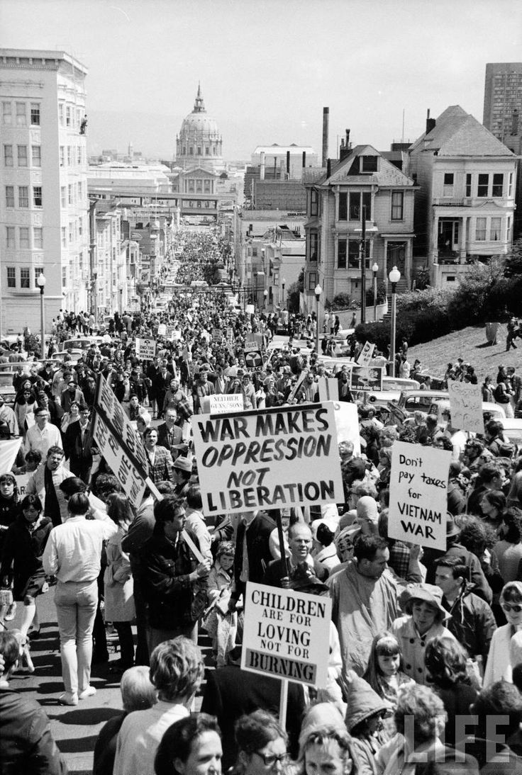 Crowd protesting the US involvement in the Vietnam War. San Francisco, 1967. By Ralph Crane
