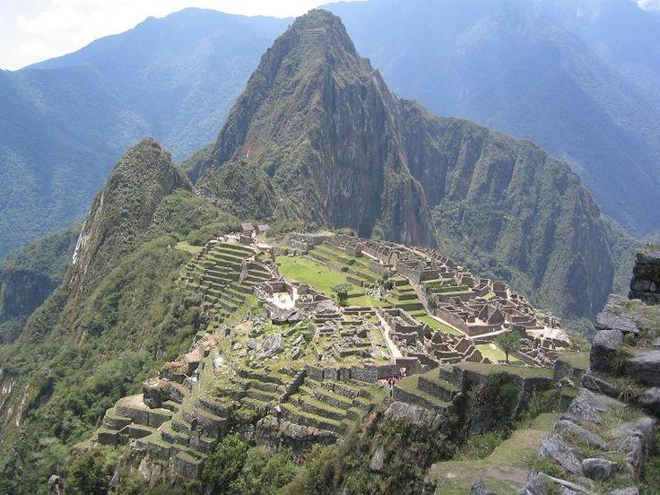 Il Machu Picchu è un sito archeologico inca situato in Perù, nella valle dell'Urubamba,