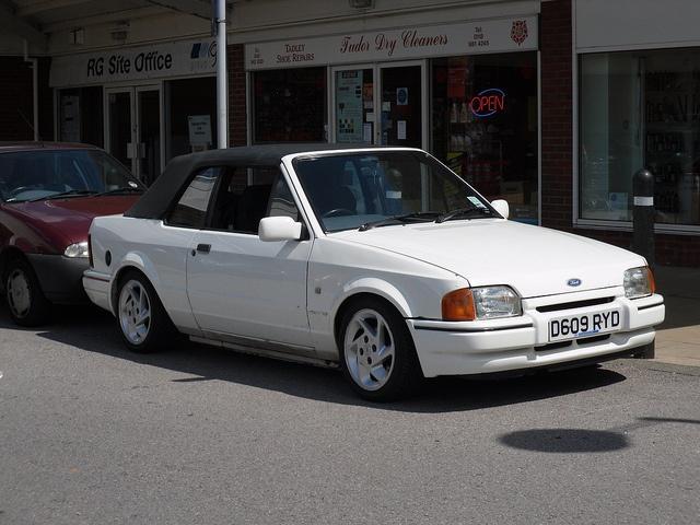 Mum's old car - Ford Escort XR3i 1987