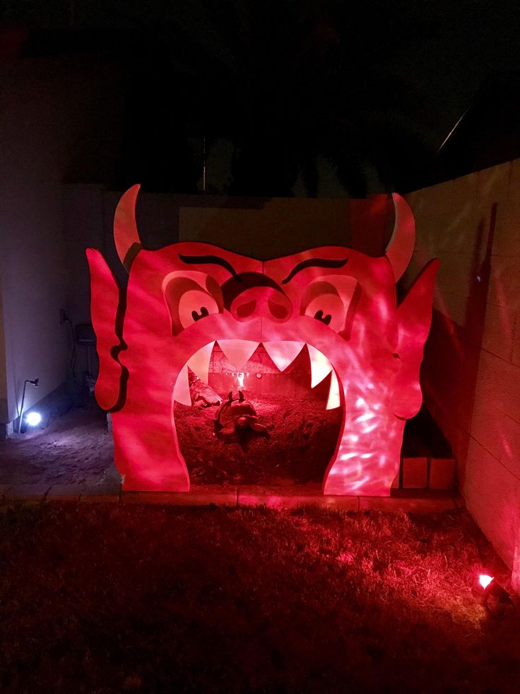Converted our tortoise house into the inferno room from beetlejuice! https://i.redd.it/juf1oel1x1vz.jpg