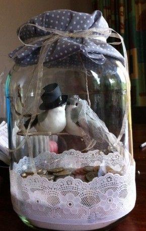 DIY, schattig cadeau voor een bruiloft. Ook leuk om er geld in te doen