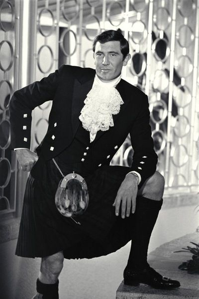 George Lazenby kilt | Bond (George Lazenby) wears his kilt for a party at Blofeld's ...