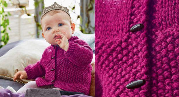Le gilet layette au point de riz et jerseyFacile à tricoter d'un seul morceau, ce modèle au point de riz et jerseyest réalisable par les débutantes. A accessoiriser avec la couronne au crochet.