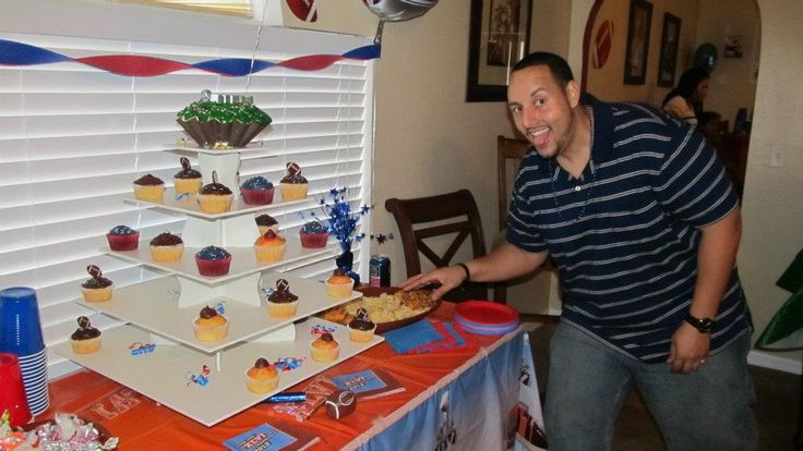 Superbowl Themed  Square Cupcake Tower Display: http://www.thesmartbaker.com/5-tier-square-cupcake-tower/