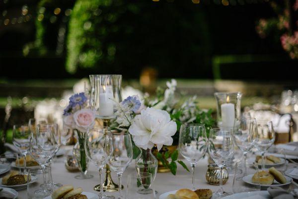 Centerpiece for Garden Wedding   photography by http://www.leliascarfiotti.com