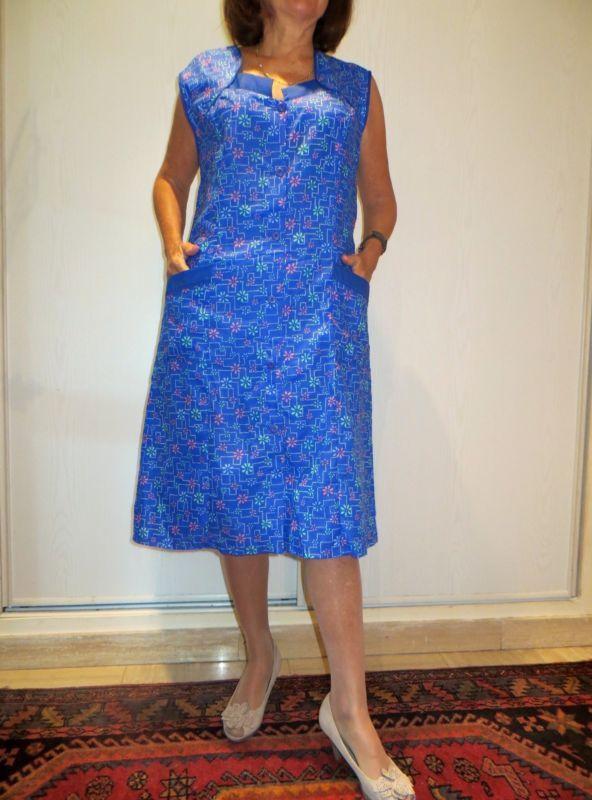 Blouse nylon kittel  53 T44 A fleurs sur bleu, sans manches, nylon Fin.