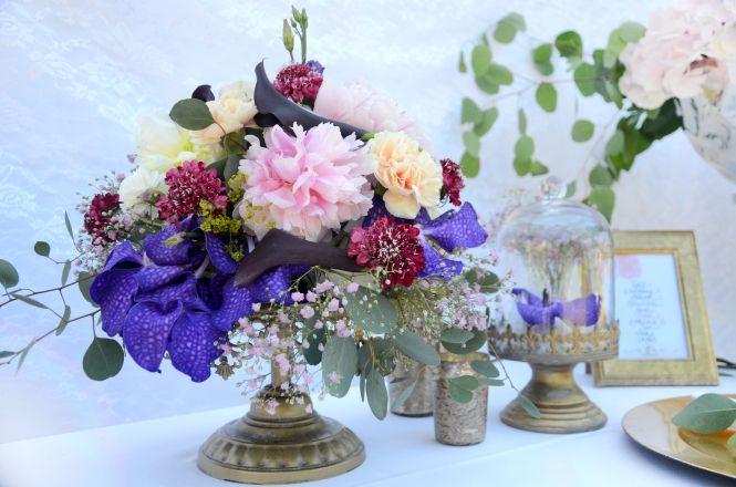 #Style #Shoot bei #Deko & #Design – #goldiger#Boho Style mit #Eukalyptus und einem #bunten #Blütenmix - Mehr auf https://hussenverleih.wordpress.com - #tabeldecoration #wedding #bouquet