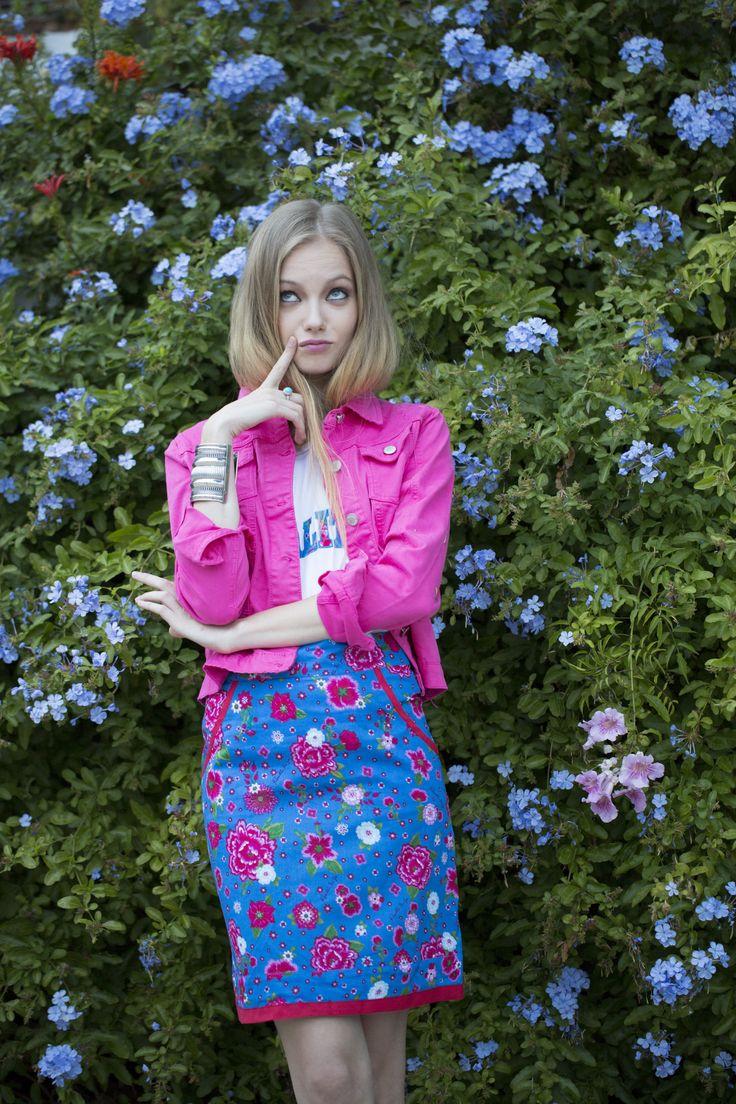 Cazadora Milana V15, Camiseta y Falda Sanpedro #cazadorarosa #estampadoflores #floral