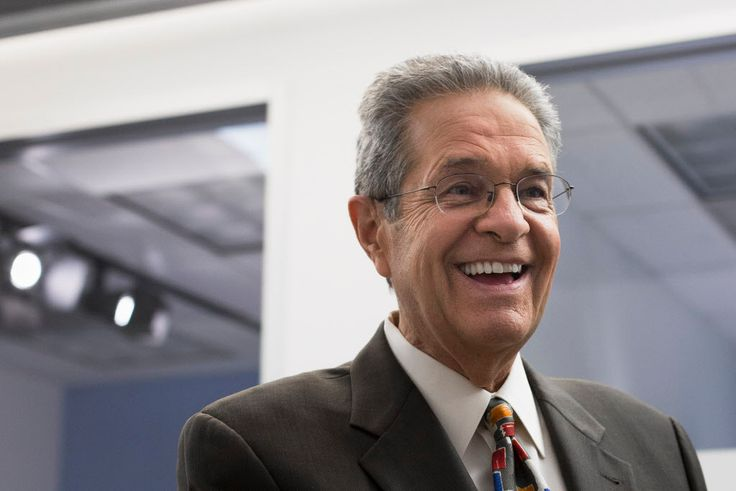 Longtime Chicago television news reporter and ABC 7 evening anchor Ron Magers is retiring.