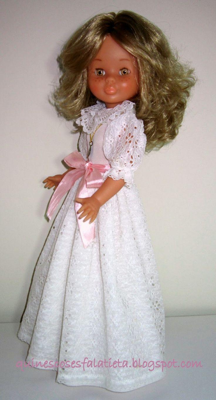 Nancy vestida para su comunión en algún año de la década de los ochenta.