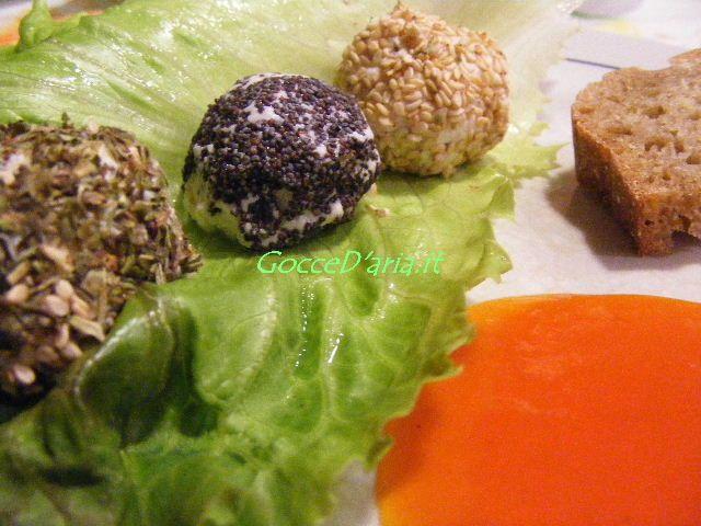 formaggini di mandorle con semi