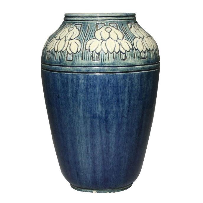 Newcomb pottery vase by Maria de Hoa LeBlanc , 1905
