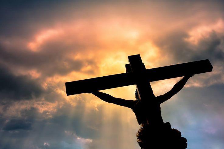 Это интересно: приметы, обычаи и запреты Страстной пятницы  http://da-info.pro/news/eto-interesno-primety-obycai-i-zaprety-strastnoj-patnicy  Немного истории  В Страстную пятницу распяли Иисуса Христа. В этом году Страстная пятница выпала на 14-ое апреля. Поэтому сегодня мы вам расскажем, что разрешено делать, а что нет. Страстная пятница – считается самым строгим днем недели в канун Пасхи. Этот день посвящен воспоминаниям о суде над Иисусом Христом, о распятии...