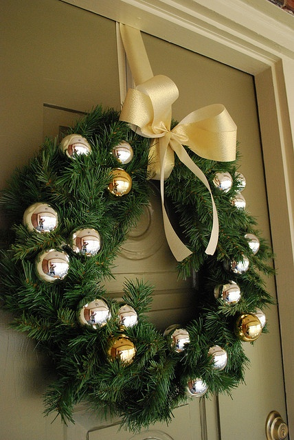Decorating idea for my LaSalle fundraiser wreath!