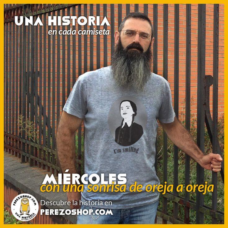 """Camiseta de perezoshop.com dedicada a Miércoles Addams con la frase """"I'm smiling"""""""