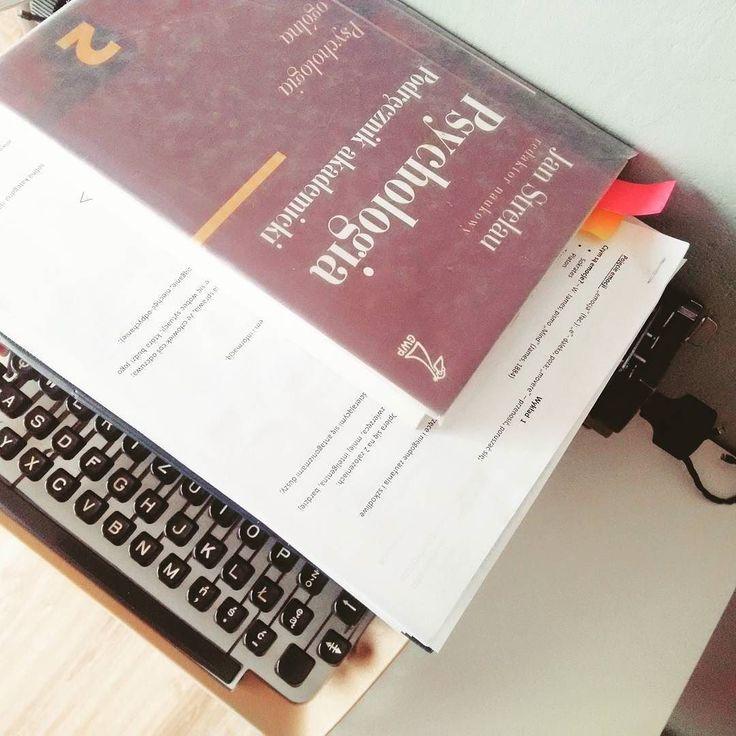 #typewriter #writer #reader #psychology #studia #studygram #studiapsychologiczne #book #books #bookstagram #polishbook #podręcznik #podręcznikakademicki #notatki #emocje #emocjeimotywacje