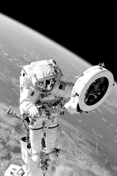 astronaut doing space walk - photo #16