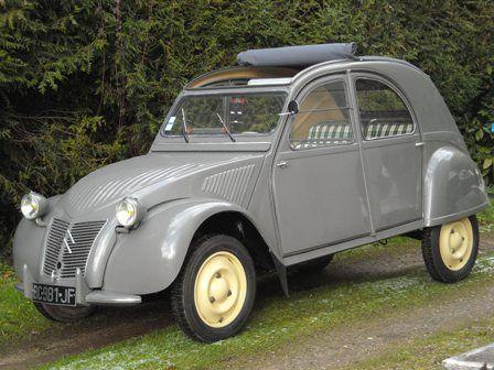 Et maintenant, la grande question classique : Si la laideur se vend mal, m'a-t-on souvent demandé, comment expliquez-vous le succès phénoménal de la Volkswagen et de la 2CV Citroën? Loewy p 333 - 2 CV Citroën de 1953, french classic car
