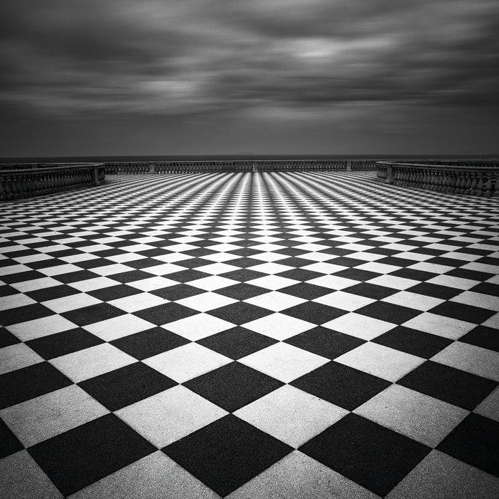 Masonic Checkered Rug: アリス, 舞台美術