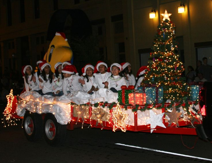 lighted christmas parade float pictures - How To Decorate A Christmas Parade Float
