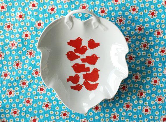 Heart/leaf shaped flock of birds platter by Ninainvorm on Etsy, €32.00