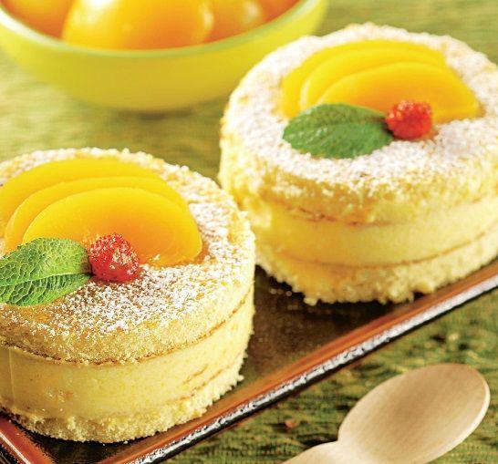 Prăjituri turnuleţe cu piersici - Retete culinare - Romanesti si din Bucataria internationala