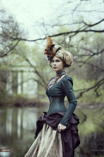 BEAUTIFUL!  Steampunk/Victorian dress for a noble lady.